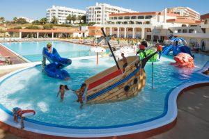 Barco pirata de hotel para niños en portugal