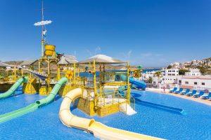 Hotel con toboganes en Menorca, Carema
