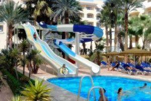 Hotel para ir con niños en murcia. Toboganes y piscina