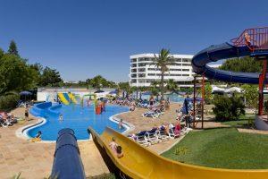 Piscina para niños en hotel de Alfagar, Portugal.