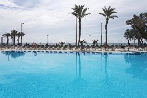 piscina en hotel de roquetas de mar para ir con niños