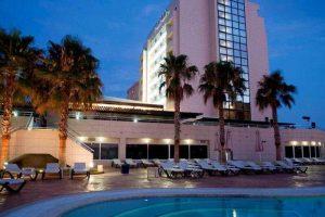 Piscina para niños y adultos en un hotel de Murcia