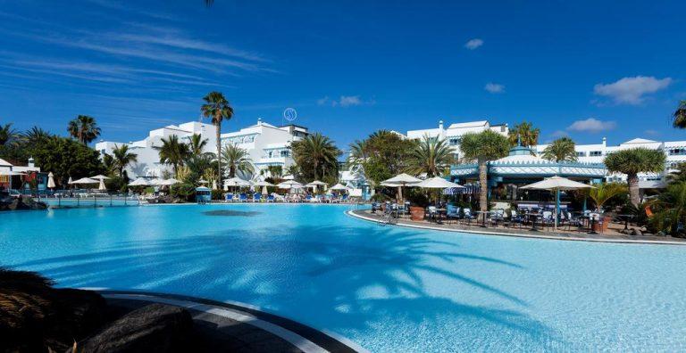 excelente hotel con zona de juegos para niños en Lanzarote