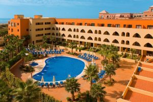 piscina del hotel playamarina
