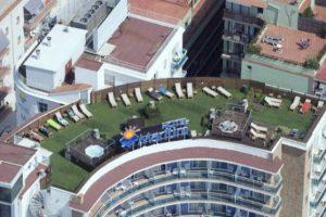 Azotea con jacuzzi en hotel GHT Calella