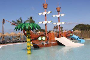 Barco pirata en Ohtel Mazagon